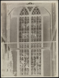 Gezicht op de interieur van de Nieuwe Kerk op de Dam te Amsterdam