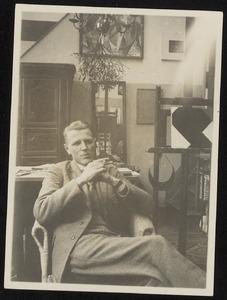 Choubertzky in het atelier van Theo van Doesburg