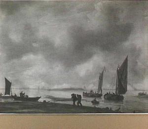 Kaagschepen en andere vaartuigen op de rivier de Merwede bij Dordrecht