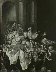 Stilleven met fruit, kreeft, glas- en zilverwerk en een