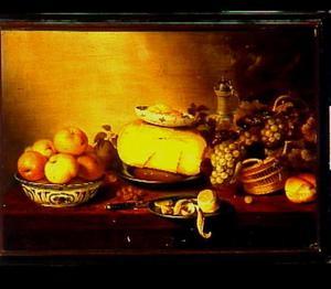 Stilleven met een kaas, boter, vruchten en noten, een