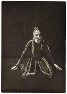Masker (Hildo Krop) voor danseres Gertrud Leistikov