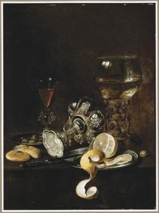 Stilleven met een liggende tazza, een roemer, een wijnglas en een geschilde citroen