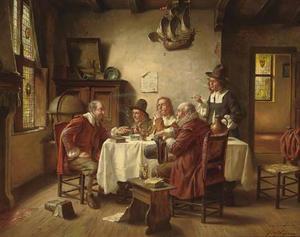 Rokend en drinkend gezelschap converserend aan een tafel