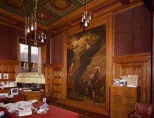 Kamer met 17de-eeuwse wandschildering opgenomen in betimmering en cassettenplafond