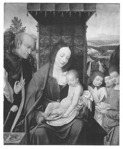 De Heilige Familie met drie zingende engelen