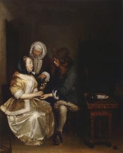 Jong paar onderhandelt met koppelaarster in een interieur