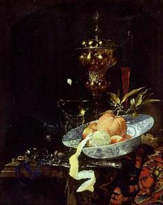 Stilleven met akeleibeker, porseleinen kom met fruit en glazen