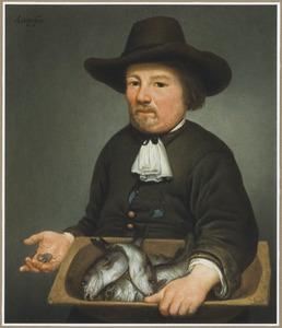 Vishandelaar met een bak schelvis en in de rechterhand munten