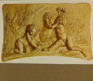 Trompe l'oeilschildering van vier met rozen spelende putti