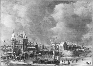 De oude Regulierspoort in Amsterdam in de winter