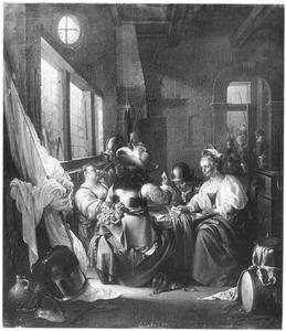Rokende en kaartende soldaten en jonge vrouwen in een interieur