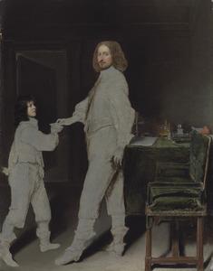 Portret van een man, staande  ten voeten uit bij zijn schrijftafel, met een page