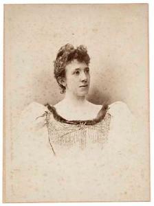 Portret van Susanna Elisabeth Bartha Hermina Kneppelhout (1860-1938)