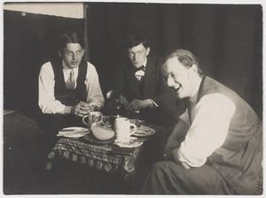 Georg Grosz, Herbert Fiedler en Otto Schoff, in  Berlijn 1925