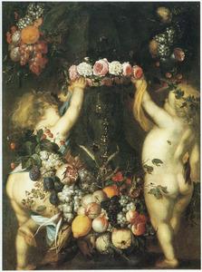 Vruchtenstilleven met bloemenkrans, beker en twee putto's