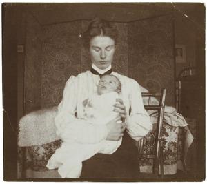 Portret van Laurence Emilie (Kiek) Dutilh (1855-1962) en Laurence Julie van der Haer (1909-1990)