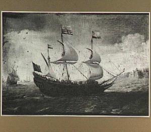 Hollands schip voor een rotsachtige kust met bebouwing
