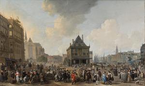 De Dam te Amsterdam met het nieuwe Stadhuis in aanbouw, gezien naar het noorden