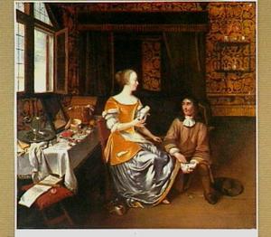 Jonge man die een elegante jonge vrouw schoeit in een interieur