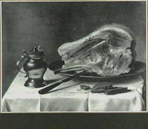 Gekookte ham op een tinnen schaal