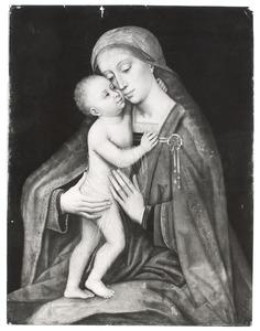 Maria omhelsd door het staande Christuskind