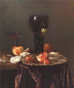 Stilleven met een roemer, wijnglas à la façon Venise, een granaatappel op een zilveren schotel, brood en oesters op een deels met een rood kleed bedekte tafel
