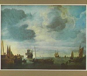 Gezicht op een haven met links mogelijk de kerk van Maassluis