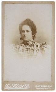 Portret van Rieniera Jacoba Maria Frederika Meeuwisse (1871-1935)