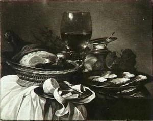 Stilleven met oesters, ham, geschilde citroen, zoutvat, roemer en tenen mandje