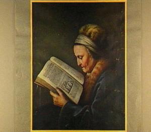 Portret van een lezende oude vrouw