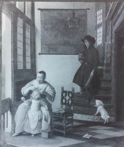 Een moeder met kind en een jongen die de trap afkoopt