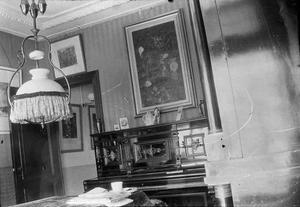 Interieur van het huis van Breitner aan de Overtoom te Amsterdam