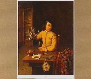 Interieur met een jonge man die zich wijn inschenkt; voor hem op tafel rookgerei en vis