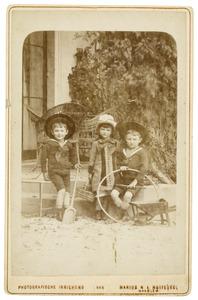 Portret van de kinderen van Emil Pieter Hendrik Marie Bijleveld (1842-1898)