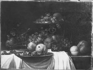 Stilleven met vruchten en walnoten