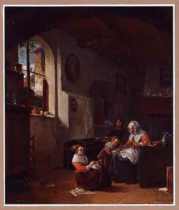 Interieur met een moeder die haar kind leert schrijven, een jongen met een waskom en een meisje dat borduurt