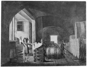 Interieur van een wijnkelder met een man die een roemer wijn bekijkt