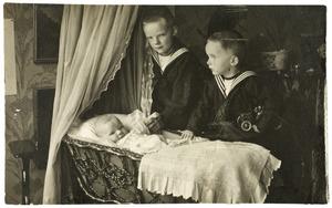 Portret van Coenraad Willem van Dedem (1902-1985), Jan Willem Claude van Dedem (1905-1980) en Sophie Cornélie van Dedem (1908-)
