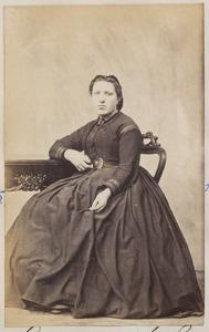 Portret van een vrouw, waarschijnlijk Aagje Koning (1846-1922)