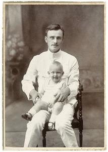 Portret van Jan Dirk Daniël van Drumpt (1886-1944) met kind