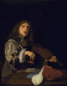 Een zingende man met een viool