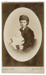 Portret van Maria Charlotte van Maanen (1849-1919) met een van haar kinderen