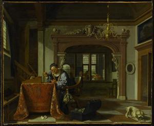 Rijk interieur met een oude man die goud weegt; in de achtergrond een lezende jonge vrouw en een man