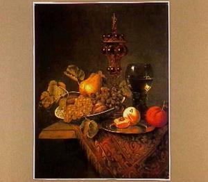 Stilleven met vruchten, een akeleibeker en een roemer