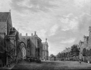 De Nieuwezijdsvoorburgwal met de voet van de Nieuwekerkstoren en het stadhuis