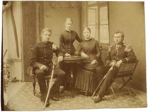 Portret van de kinderen van Henrik van den Broeke (?-?) en Casparina Louisa Eekhout (?-?)