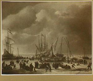 Wintergezicht met ingevroren schepen en figuren op het ijs