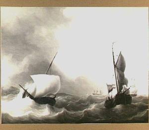 Kleine vissersschepen in een woelige zee