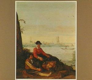 Rustend visserspaar op de oever van een rivier
